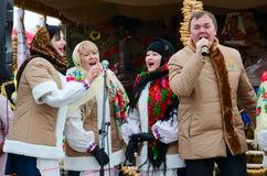 创造性的队,戈梅利,白俄罗斯表现在Shrovetide庆祝期间的 库存图片