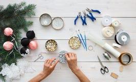 创造性的diy爱好 手工制造圣诞节装饰、球和诗歌选 免版税库存图片