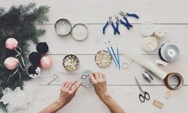 创造性的diy爱好 手工制造圣诞节装饰、球和雀鳝 免版税库存图片