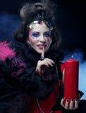 创造性组成妇女年轻人 播种被扩大的火光灵活性光晕月光奥秘影子蜘蛛网的大明亮的铸件古怪 图库摄影