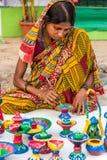 创造艺术性的项目的女工匠 免版税库存照片