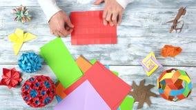 创造origami对象的男性收养 股票视频
