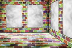 删去垂悬在颜色砖墙上的被折叠的纸海报 免版税库存图片