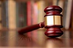 判决的惊堂木、标志和正义 免版税图库摄影