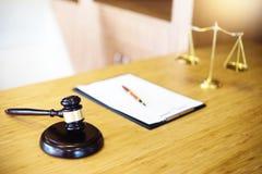 判断有正义律师的惊堂木开与队的会议在la 库存照片