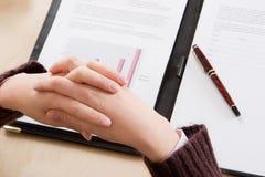 判断财务最新的读取 免版税库存照片