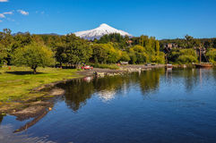 维利亚里卡火山火山,观看从Pucon,智利 免版税图库摄影