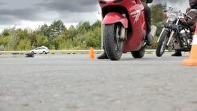 利佩茨克州,俄罗斯联邦- 2016年9月17日:摩托车骑士是在Moto运动会的竞争的开始 股票录像