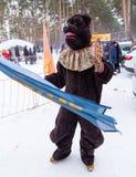 利佩茨克州,俄罗斯- 2018年2月18日:一个动物的服装假日薄煎饼星期俄国异教的假日 库存照片