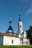 利佩茨克州,俄罗斯- 8月10 2016年 圣德米特里Solunsky教会在村庄Korobovka在一个夏日 免版税图库摄影