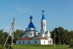 利佩茨克州,俄罗斯- 8月10 2016年 圣德米特里Solunsky教会在村庄Korobovka在一个夏日 库存照片