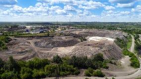 利佩茨克州,俄罗斯- 7月11 2017年 站点看法处理的高炉矿渣从NLMK植物 库存照片