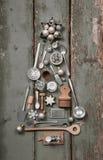 利器和碗筷圣诞树在老葡萄酒样式为 免版税库存照片
