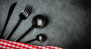 黑利器集合,在板岩的意大利餐巾 食物背景上面 库存图片