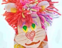 利奥狮子儿童自创纸板。 免版税库存照片