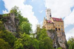 利希滕斯泰因城堡在岩石峭壁的德国 免版税库存照片