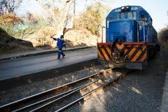 利文斯东- 2013年10月14日:在生活的可靠的路轨transprt 库存照片