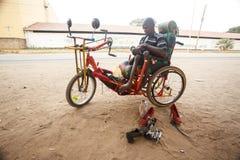 利文斯东- 2013年10月14日:有adapte的地方残疾人 免版税图库摄影