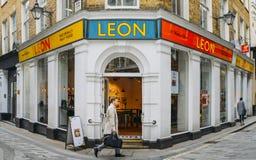 利昂健康快餐餐馆的正面图在伦敦市,英国,英国 库存照片