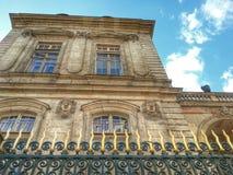 利昂,利昂市政厅的古老门面老镇,法国 图库摄影