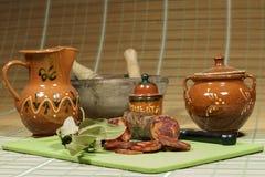 利比亚加调料的口利左香肠用辣椒粉,方次数传统西班牙烹饪 库存照片