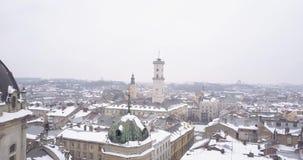利沃夫州市的历史中心在冬天从上面 股票视频