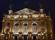 利沃夫州歌剧剧院在晚上 库存照片