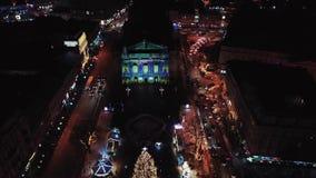 利沃夫州歌剧,老城市的中央部分夜鸟瞰图  r 库存图片