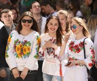 利沃夫州,乌克兰- 2017年5月18日:佩带Vyshyvanka, traditi的人们 库存图片
