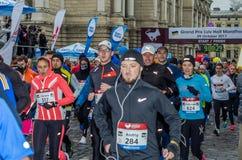 利沃夫州,乌克兰- 2017年10月29日:运动员赛跑者起动跑大奖赛利沃夫州半马拉松 免版税图库摄影