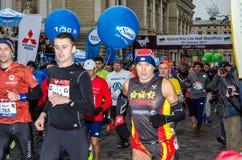 利沃夫州,乌克兰- 2017年10月29日:运动员赛跑者起动跑大奖赛利沃夫州半马拉松 库存图片