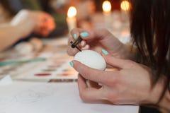 利沃夫州,乌克兰- 2018年3月11日 乌克兰人绘车间的复活节彩蛋 库存图片