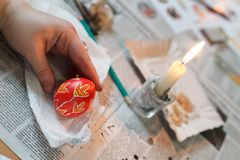 利沃夫州,乌克兰- 2018年3月11日 乌克兰人绘车间的复活节彩蛋 图库摄影