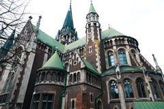利沃夫州,乌克兰- 2018年2月4日:St伊丽莎白教会在冬天,巴洛克式和哥特式建筑的,后门,锋利的sp利沃夫州 免版税库存照片