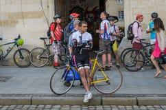 利沃夫州,乌克兰- 2018年5月:骑自行车者运动员爱好者自行车的和以自行车形式为一个自行车党聚集了在城市 库存照片