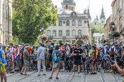 利沃夫州,乌克兰- 2018年5月:骑自行车者运动员爱好者自行车的和以自行车形式为一个自行车党聚集了在城市 图库摄影