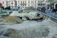 利沃夫州,乌克兰- 2015年9月:路重建修理在自由大街的在利沃夫州 免版税库存照片