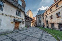 利沃夫州,乌克兰- 2016年11月09日:利沃夫州乌克兰语现代艺术博物馆市后院  免版税库存照片