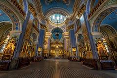 利沃夫州,乌克兰- 2016年9月09日:利沃夫州市教会内部 豪华金装饰品 库存照片