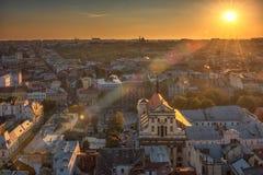 利沃夫州,乌克兰- 2016年9月08日:利沃夫州都市风景和日落光 利沃夫州老镇 透镜火光 阳光 库存照片