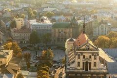 利沃夫州,乌克兰- 2016年9月08日:利沃夫州都市风景和日落光 利沃夫州老镇 图库摄影