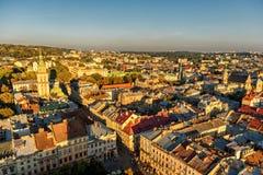 利沃夫州,乌克兰- 2016年9月08日:利沃夫州都市风景和日落光 利沃夫州老镇 免版税库存图片