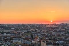 利沃夫州,乌克兰- 2016年9月08日:利沃夫州都市风景和日落光 利沃夫州老镇 免版税库存照片