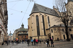 利沃夫州,乌克兰- 2015年1月24日:利沃夫州都市风景 利沃夫州集市广场一个中心广场的看法  库存图片