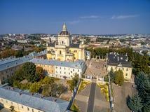 利沃夫州,乌克兰- 2016年9月12日:圣乔治' s大教堂 有洛可可式的黄色门面的希腊天主教徒18世纪大教堂 库存图片