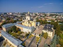 利沃夫州,乌克兰- 2016年9月12日:圣乔治' s大教堂 有洛可可式的黄色门面的希腊天主教徒18世纪大教堂 图库摄影