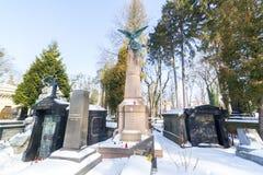 利沃夫州,乌克兰- 2017年2月14日:在坟墓的老雕象在利沃夫州,乌克兰Lychakivskyj公墓  正式状态历史和崇拜 库存图片
