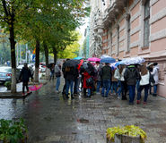 利沃夫州,乌克兰- 2015年10月01日:小组游人漫步的Th 免版税库存照片