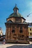利沃夫州,乌克兰- 2016年9月07日:有地方建筑学和人的利沃夫州市 1609 1617年boim教堂系列lviv乌克兰 库存照片