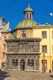 利沃夫州,乌克兰- 2016年9月07日:有地方建筑学和人的利沃夫州市 1609 1617年boim教堂系列lviv乌克兰 免版税库存照片